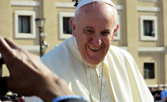 Папата същиса телевизионен екип, обади се в ефир