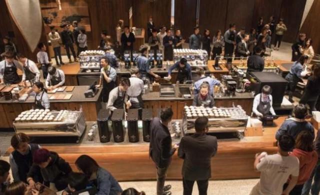Къде Starbucks отвори най-голямото си кафене в света?