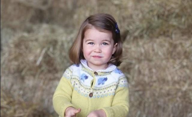 Това са близначките, обявени за двойнички на принцеса Шарлот