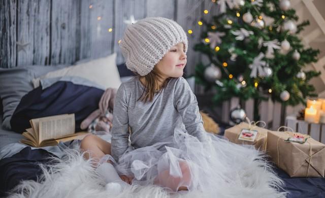 Какви подаръци получават децата по света за Коледа?