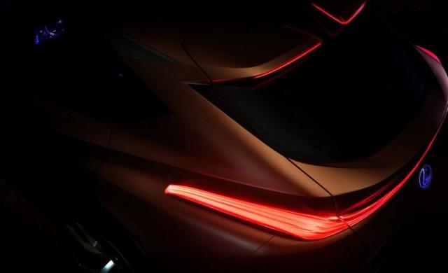 Загатнаха как ще изглежда най-големият кросоувър на Lexus