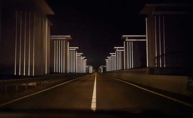 В Холандия осветиха път без електричество