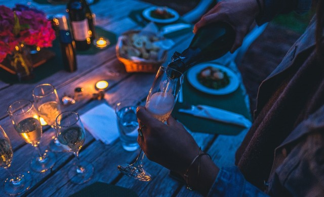 Чаша вино преди лягане може да ви помогне да отслабнете