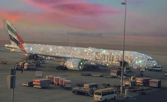 Emirates показа снимка на покрит с диаманти самолет