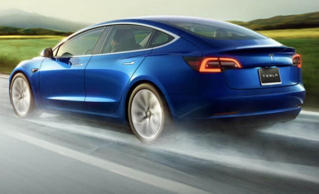 Побира ли се двуметров мъж в Tesla 3?
