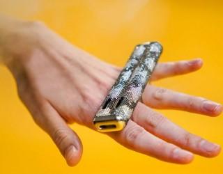 US компания пусна електронни цигари от злато и диаманти
