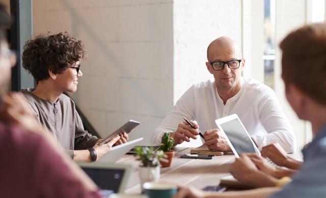 Как да работите с манипулативен колега?