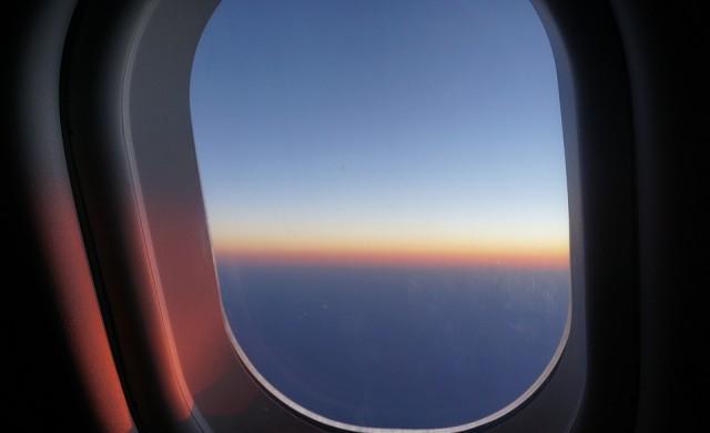 Преструващ се на болен пътник приземи самолет, искал добро място