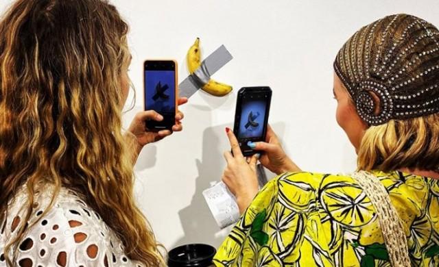 Продадоха за 120 хил. долара банан, залепен с тиксо на стена