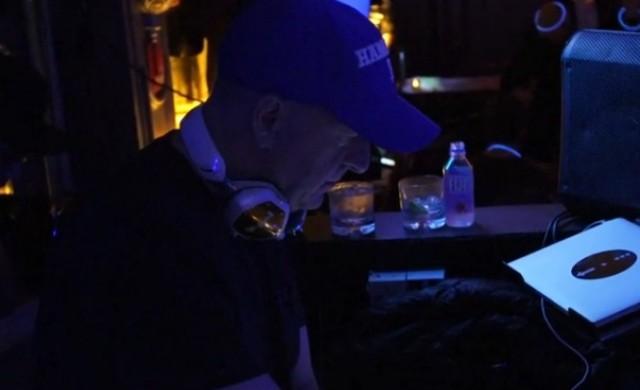 Шефът на GS се вози с метро, прави си сам кафе и работи и като DJ