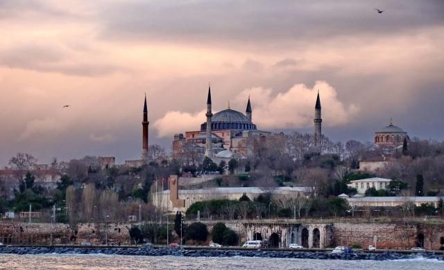 Турция повишава минималната заплата