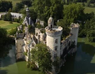 Как 25 хил. души станаха съсобственици на замък от XXIII век?