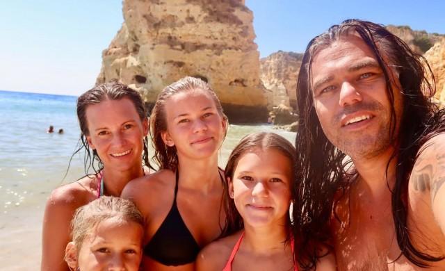 Семейство инвестира всичко в биткойн,  обикаля света и стигна до България