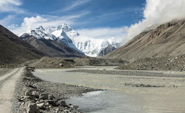 Най-високият връх в света порасна с още близо метър