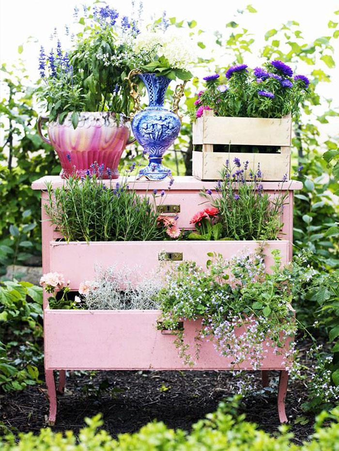 Сделайте сад из старой мебели